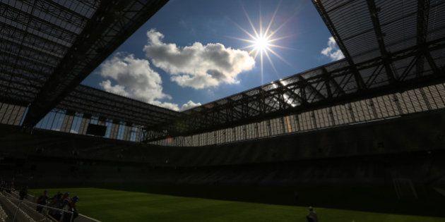 Valcke cobra agilidade em obras da Arena da Baixada e confirma evento-teste em