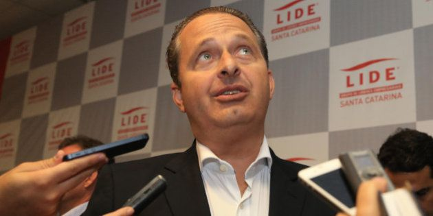 Eduardo Campos assume posições