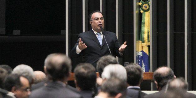 Presidente do PT tenta convencer André Vargas a renunciar