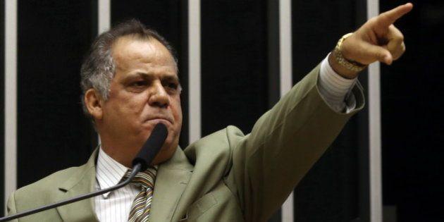 Câmara suspende por 90 dias mandato do deputado Carlos Alberto Leréia por ligação com