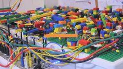 Uma máquina de fazer música (eletrônica) construída com peças de