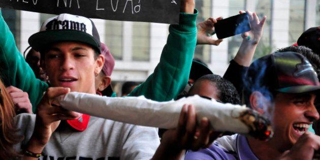 Marcha da Maconha em São Paulo pede legalização da erva e fim da guerra contra as