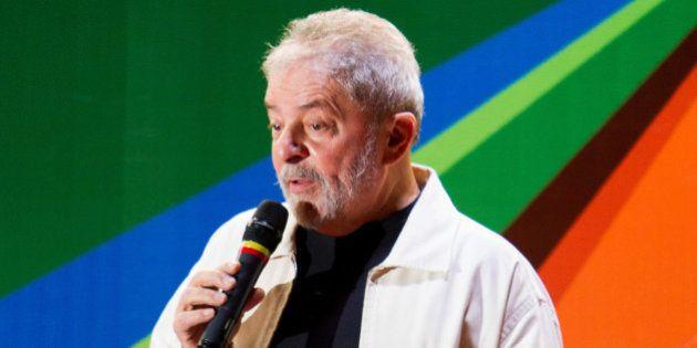 Lula é alvo de críticas após dizer que julgamento do mensalão foi