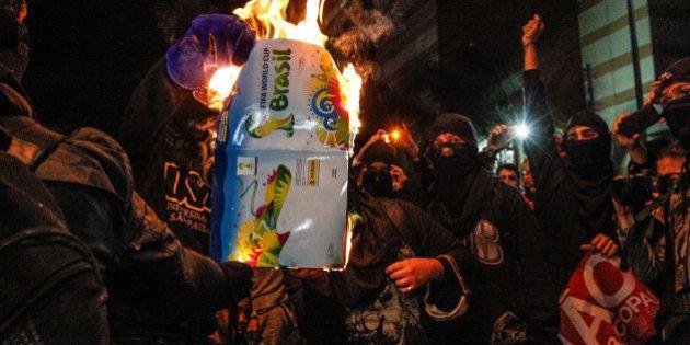 Manifestação contra a Copa do Mundo reúne 500 pessoas na zona leste de São