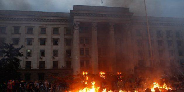 Incêndio mata pelo menos 38 em cidade portuária ucraniana de