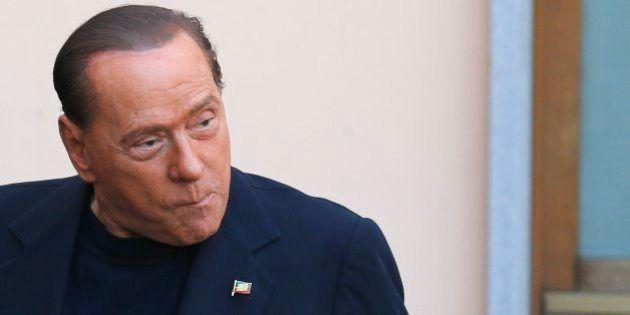 Berlusconi começa serviço comunitário com cara de poucos