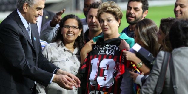 Dilma Rousseff encerra visita aos estádios da Copa na Arena da Baixada, em