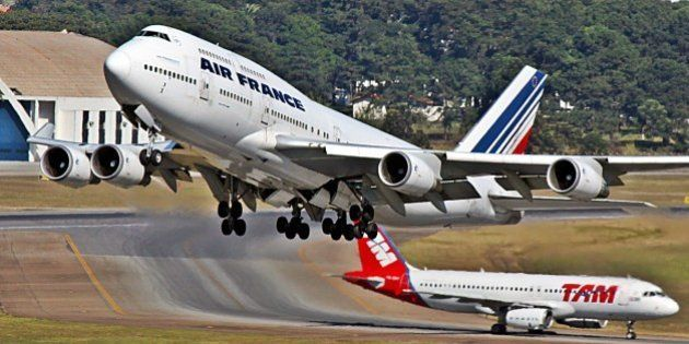 [UNVERIFIED CONTENT] Boeing 747-400 Air France and Airbus A320 TAM in GRU - Brazil.Decolagem, movimento...