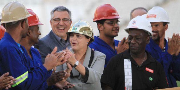 Trabalhadores aproveitam clima do #NãoVaiTerCopa para pressionar governo em ano
