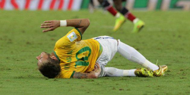 Neymar está fora da Copa: atacante fraturou vértebra lombar e não se recupera a tempo para continuar...