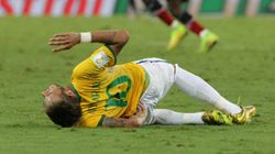 Caçado... caçado... caçado... abatido! Neymar está fora da