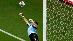 Furada, 'quase gol' incrível... olha, teve de tudo no jogo Holanda x Costa
