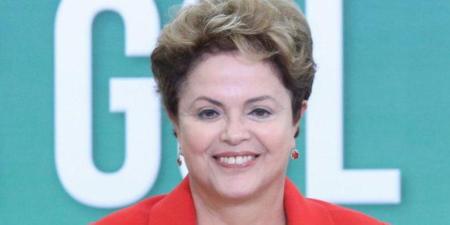 Ao lado de Lula, Dilma Rousseff prega continuidade e alerta para