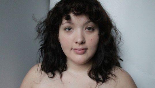 Mulher 'plus size' testa padrões de beleza e o resultado