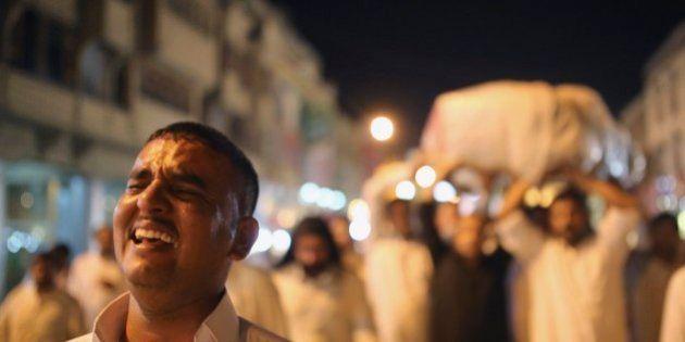 Forças de segurança do Iraque encontram 53 corpos vendados ao sul de