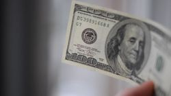 Dólar passa dos R$ 3,30 em meio às tensões no