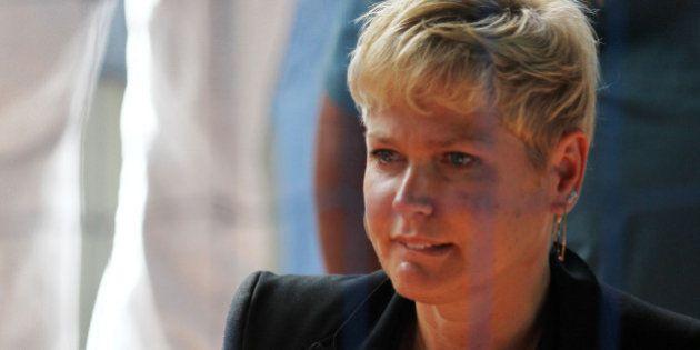 Deputado Pastor Eurico hostiliza Xuxa em votação da Lei da Palmada na Câmara dos