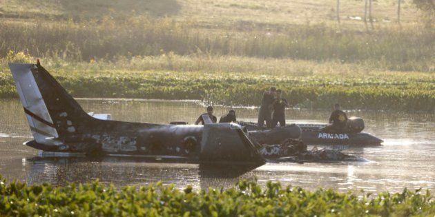 Avião argentino cai no Uruguai com 10 pessoas a bordo; mídia diz que não há