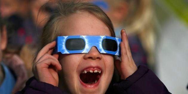 Eclipse total do Sol é visto em arquipélago da Noruega; milhões observam fenômeno no hemisfério