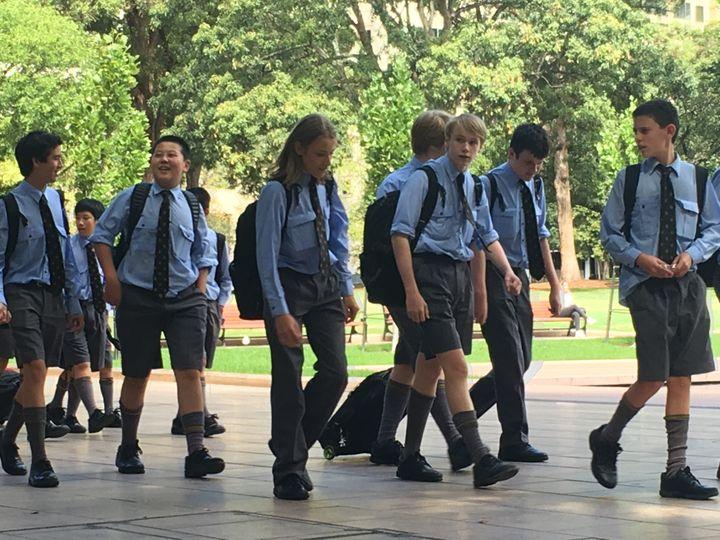 학교를 마친 호주 시드니 학생들