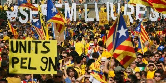 Milhares de catalães pedem eleições antecipadas em protesto em