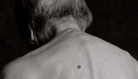 Fotógrafa registra ensaio com modelos de 100 anos ou mais. O resultado é
