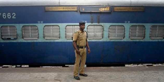 Choque de trens na Índia deixa pelo menos 40 mortos e mais de 150