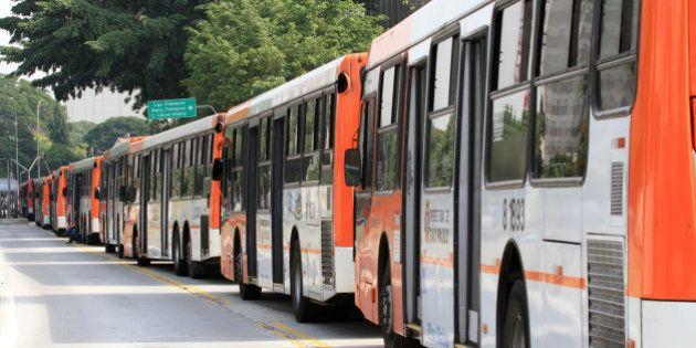 Greve de ônibus em SP: Justiça multa sindicatos em R$ 200 mil; metroviários ameaçam
