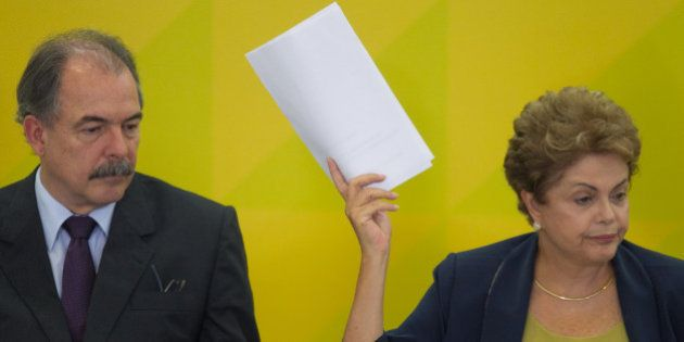 Dilma Rousseff afasta Aloizio Mercadante e exclui o ministro das negociações com o Congresso após sofrer