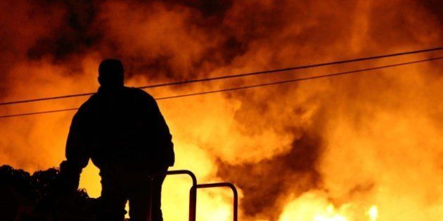 Incêndio atinge madeireira na zona sul de São