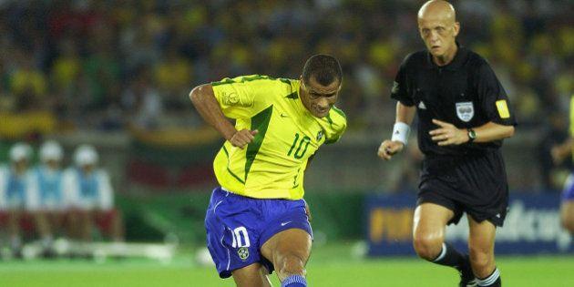 Em página oficial no Facebook, jogador Rivaldo ataca Galvão