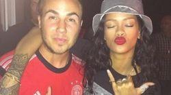 É Tetra! Rihanna pira com gol da Alemanha, dança com jogadores e termina a noite com a taça na