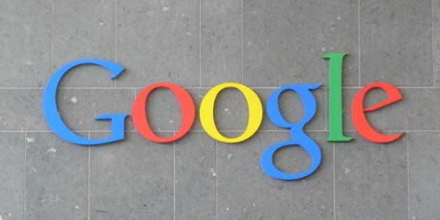 Logotipo de Google en la pared de la recepción del edificio Gas Works de