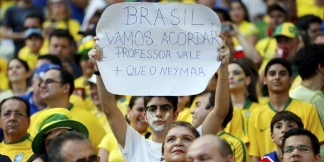 Dá para torcer pela Seleção e protestar contra a Copa do Mundo? Michael Sandel, professor de filosofia...