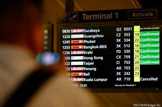 Avião da AirAsia com 162 passageiros a bordo some entre Indonésia e