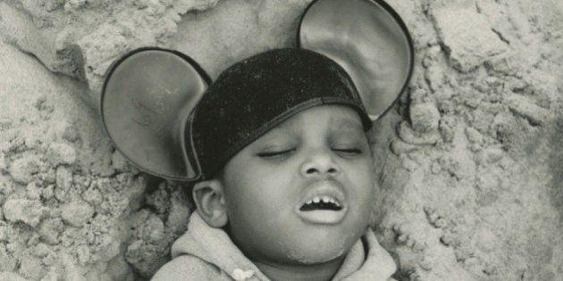Arthur Tress transforma pesadelos de crianças em fotografias