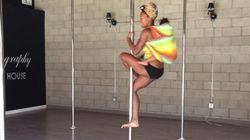 ASSISTA: Ela fez pole dance com a filha de 2 anos nas costas. Fofura total