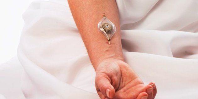 Designer israelense cria joias capazes de gerarem energia a partir de fluxo sanguíneo