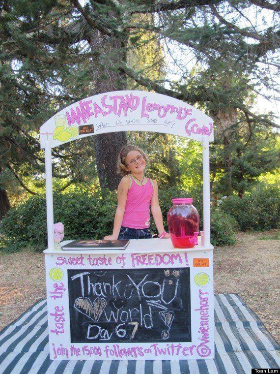 Menina de oito anos vende limonada orgânica para combater trabalho escravo