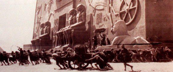 Os Dez Mandamentos: arqueólogos encontram esfinge usada no filme soterrada na
