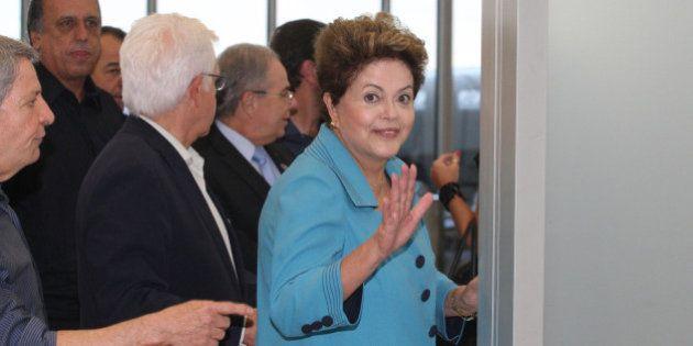 Dilma inaugura obra inacabada no