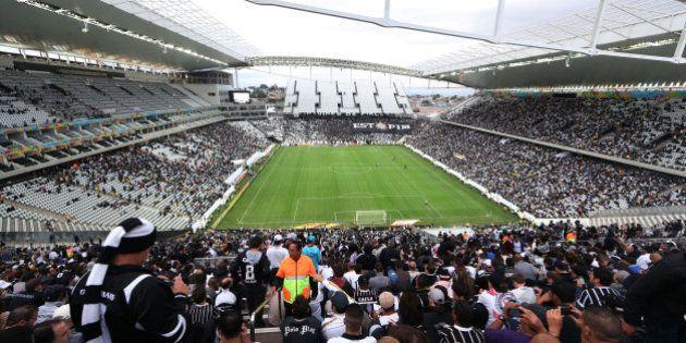 No segundo teste do Itaquerão, Corinthians tropeça e empata com