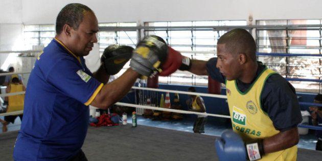 Campeão mundial amador de boxe, Everton Lopes vira profissional e fica fora do Rio