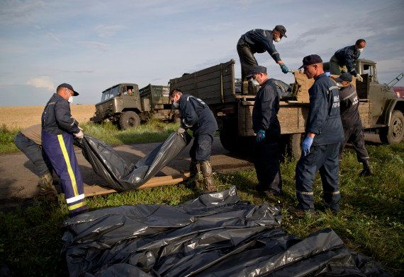 Malaysia Airlines divulga lista de mortos em avião derrubado na Ucrânia; Holanda critica falta de respeito...