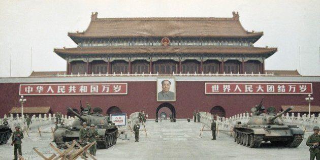 No aniversário de 25 anos do massacre da Paz Celestial, fotos mostram a praça na época e