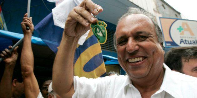 Luiz Fernando Pezão bate Marcelo Crivella e é reeleito para mais quatro anos no governo do