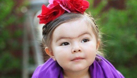FOTOS: Você vai se apaixonar por esta garotinha e sua fantasia de Frida