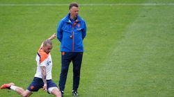 Holanda embarca para o Brasil com muitas dúvidas no time