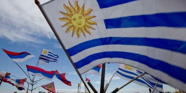 Uruguaios rejeitam a redução da maioridade penal para crimes graves; presidência será definida no segundo