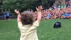 ASSISTA: este garoto de um ano virou a sensação do